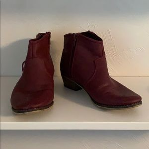Breckelle's Maroon ankle booties. Size 8.